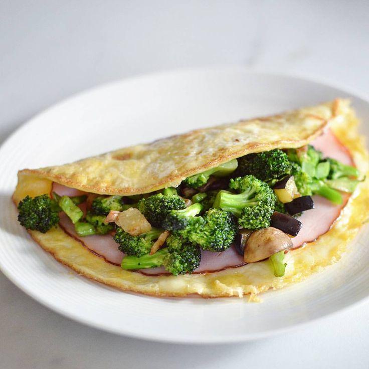 Lifestyle-eating (@lifestyleeating) Kyckling/Kalkon-omelett  · 3 ägg · 50g kalkon · 25g broccoli · 25g champinjoner · 25g aubergine (339 kcal, 36g protein, 20g fett, 3g kolhydrater) FULL RECIPE ON MY BLOG