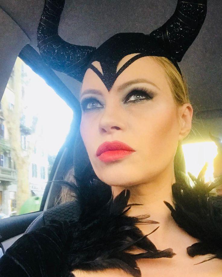 """""""Mi piace"""": 3,664, commenti: 199 - Anna Falchi (@annafalchi22) su Instagram: """"Maleficent , il mio mood per #halloween #maleficent #malefica #cinecittaworld @cinecittaworld"""""""