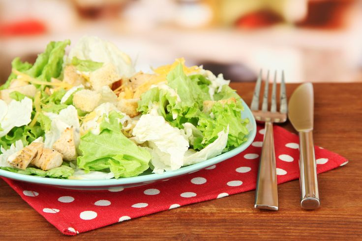 Salade de chou chinois, poulet rôti et curry