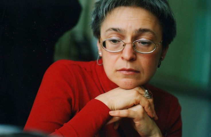 Murdered journalist Anna Politkovskaya, during a rally in Moscow, Russia, 07 October 2009.ANSA/MAXIM SHIPENKOV