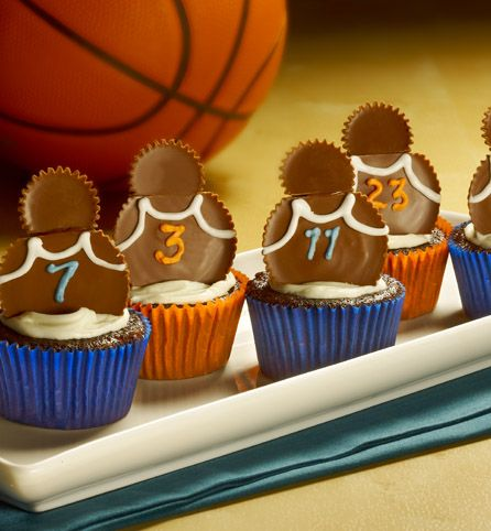 Make creative cupcakes with team spirit by asking your kids to help decorate each of the peanut butter cup players.