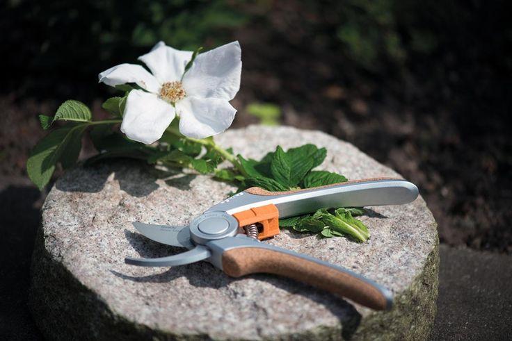 Gartenschere mit edlem Kork-Griff. Der Griff mit Korkbesatz sorgt für komfortable Arbeiten und das Naturmaterial Kork ist angenehm zur Haut.