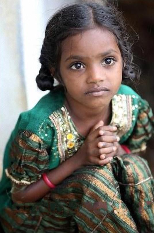 Such a serious little face. Beautiful! @[276297062453112:274:The Eyes of Children around the World] India © Werli Francois - Fanfan http://omimages.net/