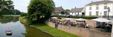 Het mooiste terras aan het water vind je in het oranjestadje Buren bij Hotel Restaurant de Prins. Kom genieten van een lekker kopje koffie, een vorstelijke lunch of heerlijk diner. Uiteraard is het binnen in het restaurant ook uitstekend vertoeven, bijvoorbeeld bij de sfeervolle open haard.