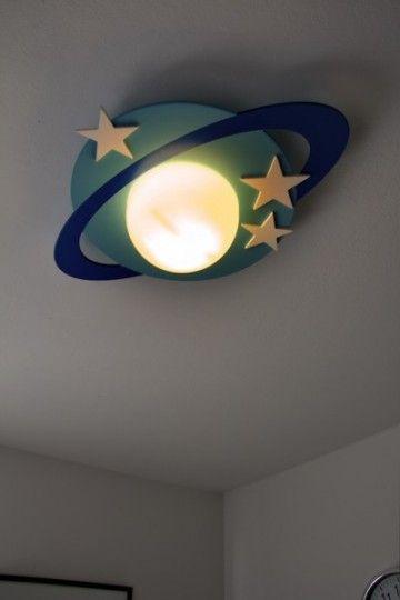 Laat uw kind dromen over ruimteruizen met de Philips myKidsRoom Cronos  plafondlamp.