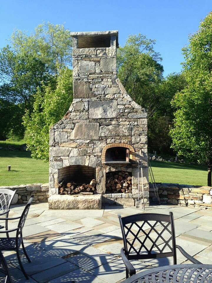 Another beautiful backyard wood fire pizza oven.  Www.Tuscanyfire.com