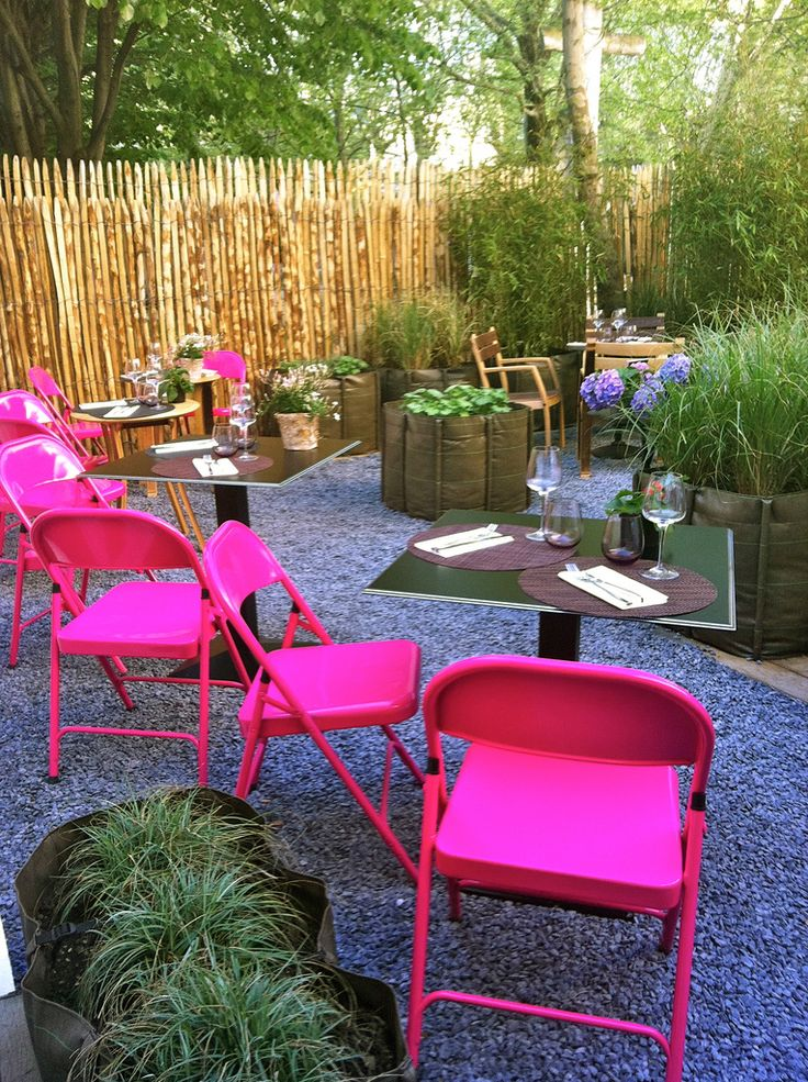 Garden Party Anyone Upcycle Metal Folding Chairs With Spray Paint Diy Crafty Spraypaint