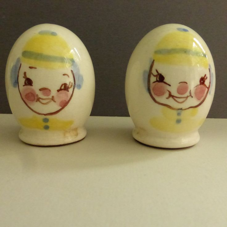 Vintage mid century gayet california pottery egg shaped clown salt and pepper shakers vintage - Egg shaped salt and pepper shakers ...