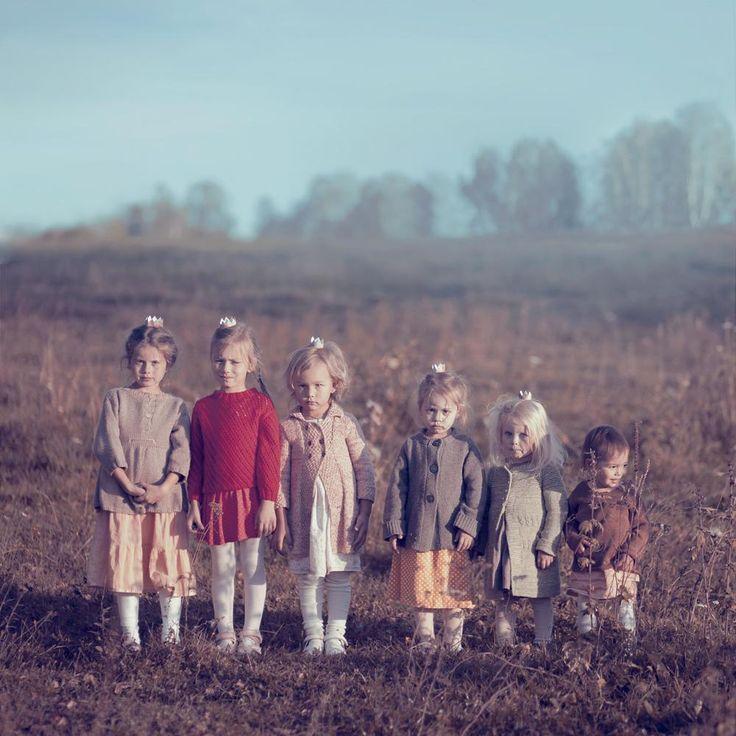 шесть сестер #Девочка #Дети #Поле#Девочка #Дети #Поле Photographer: Анна Гражданкина