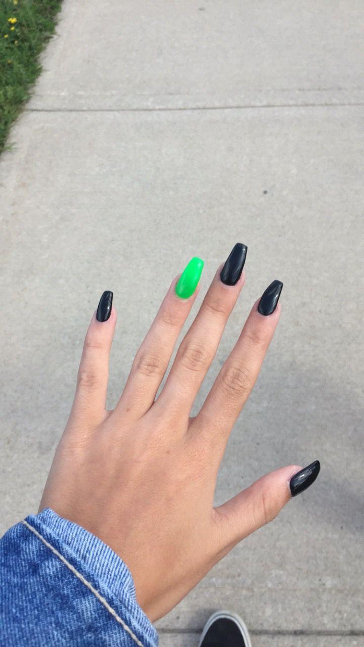 Pin By Dilynmaesauls On Nails Edgy Nails Green Acrylic Nails Green Nails