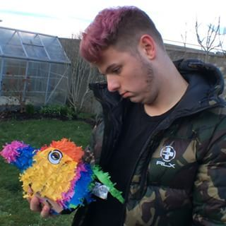 The heart breaking moment Elliot lost his best friend Enrique the piñata this deserves and Oscar. Watch full video on YouTube now: link in bio above or search ben phillips and subscribe sorry for your loss @elliotgilesuk