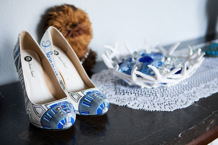 Star Wars-themed wedding includes R2-D2 Custom Painted Heels, The Old Republic Light Saber Grooms Cake, and more (click through for more photos!)