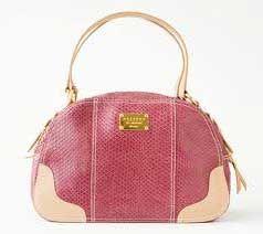 NavegaçãoModelos de bolsas CorelloComprar bolsas CorelloAinda não conhece a marca Corello? Tudo bem, ninguém tem a obrigação de conhecer todas as fabricantes de acessórios do mercado, principalmente voltadas ao público feminino, que não são poucas. Estima-se mais de 500 marcas no mercado para vestir, calçar e assessorar o visual das mulheres. A Corello e suas …