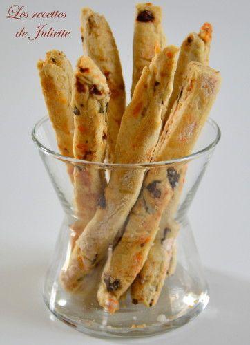 RECIPE - Gressins aux tomates séchées, basilic, sésame et emmental (Source : http://www.lesrecettesdejuliette.fr/article-gressins-aux-tomates-sechees-basilic-sesame-et-emmental-82915692.html) #recipe #appetizer