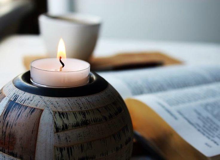 Ansızın gökten güçlü bir rüzgarın esişini andıran bir ses geldi ve bulundukları evi tümüyle doldurdu. Ateşten dillere benzer bir şeylerin dağılıp her birinin üzerine indiğini gördüler. İmanlıların hepsi Kutsal Ruh'la doldular. -Elçilerin İşleri 2:2-4 #incil #kutsalkitap #bible #pentecost #ateş #mum #mumışığı #candle #candlelight #bibleverse #acts #fire #kitabımukaddes #kitap #kitaplar #kitapblog #kitapblogu #book #books #coffee #coffeelove #coffeeandbooks #coffeeandtheology #theology…