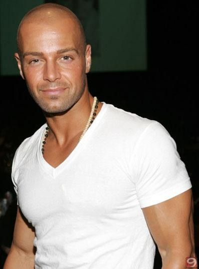 7.Hair and Facial Hair -- Bald One good looking bald man. #sorrynotsorry Joey Lawrence.