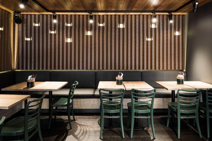 Grill'd Flinders St Design: Techne Lighting: ambience Photos: Tom Blachford #interiordesign #architecture #customlighting #luminaires