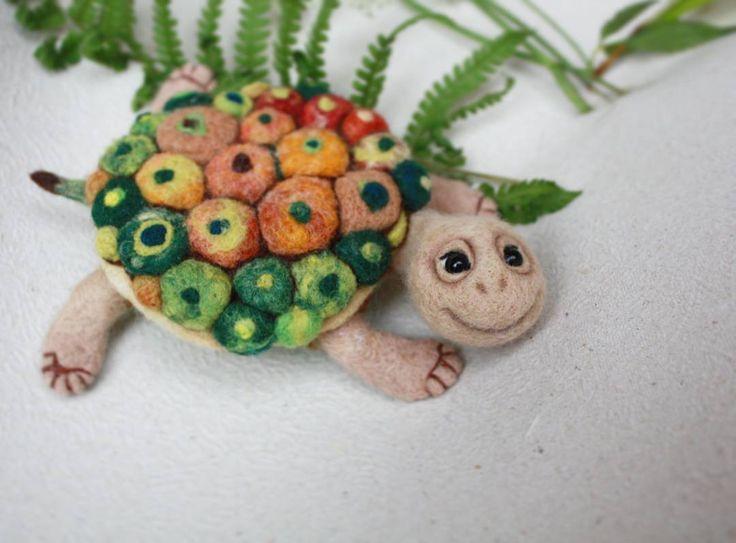 """203 отметок «Нравится», 7 комментариев — ИГРУШКИ и БРОШИ ИЗ ШЕРСТИ (@eldiseno_toys) в Instagram: «Черепаха - Антистресс🐢🌈💆 """" Мандала"""" Арт-терапия ,или как не впасть в дождливую депрессию ☔💆»"""