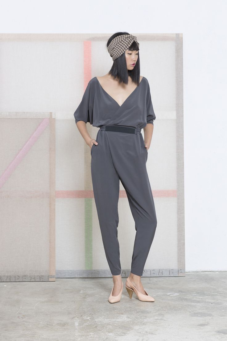 Cortana AW 2014-2015. Mono Vest, all in one with a batwing sleeves, made in silk crepe. It has an ample fit and a grosgrain waistband with a V-neckline at the front and back.