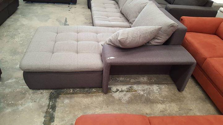 Se oferta #sofa-cama totalmente NUEVO  rebajado 50% de su precio inicial de 800  a 399. Esta rebajado por perdida de los #pufs. Los perdieron en agencia de transporte pero las consecuencias pagamos nosotros  mide 280cm  y 170 el cheislong.