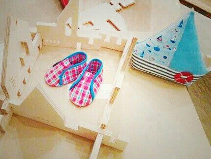 Set botosei + jucarie senzoriala pentru un marinarel de 0-6 luni - by Pravalia cu Papusi  #cadoubaietel #botosei #jucariesenzoriala #jucariecarpa #cadoubebe #pravaliacupapusi #MadeinRomania