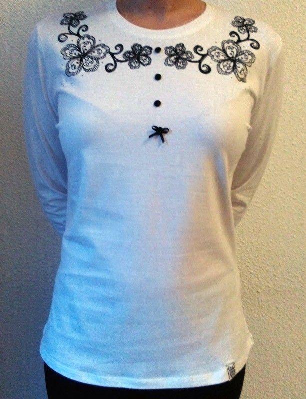 Camiseta manga larga, Flores en el cuello con botones y lacito