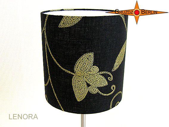 Tischleuchte LENORA Ø 20 cm Tischlampe Leinen mit Blüten gold. Einmal mehr: ein wunderbarer Stoff mit eleganter Wirkung an einer Leuchte von Gruzdz-Berlin: Die Tischleuchte LENORA ist aus schwarzem Leinen mit goldfarbenem Blütendruck. Die Leuchte strahlt eine elegante Behaglichkeit aus.