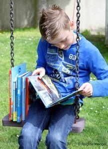 Spielplätze sind im Sommer wichtige Aufenthaltsorte für Kinder. Das Ulla-Hahn-Haus möchte über die Ferien eine feste Lesezeit auf Monheimer Spielplätzen einrichten.