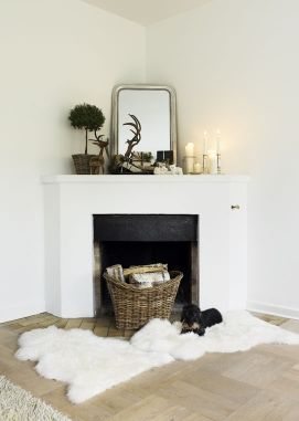 perfect mantel, rug and a wicker basket in the fireplace. so me.