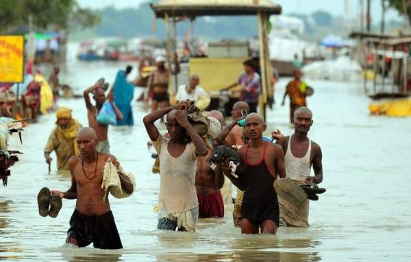 08/11/2014 - 300,000 displaced and 45 killed in Eastern India floods | eNCA