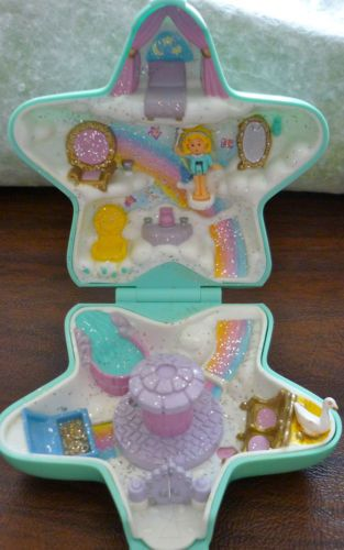 I so had this one! I LOVE [yes, still love] Polly Pocket! I had a whole village! Best childhood memories!