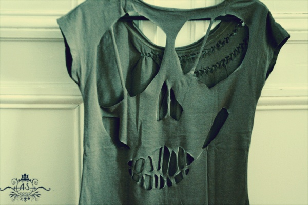 DIY : the skull cut out Tee !