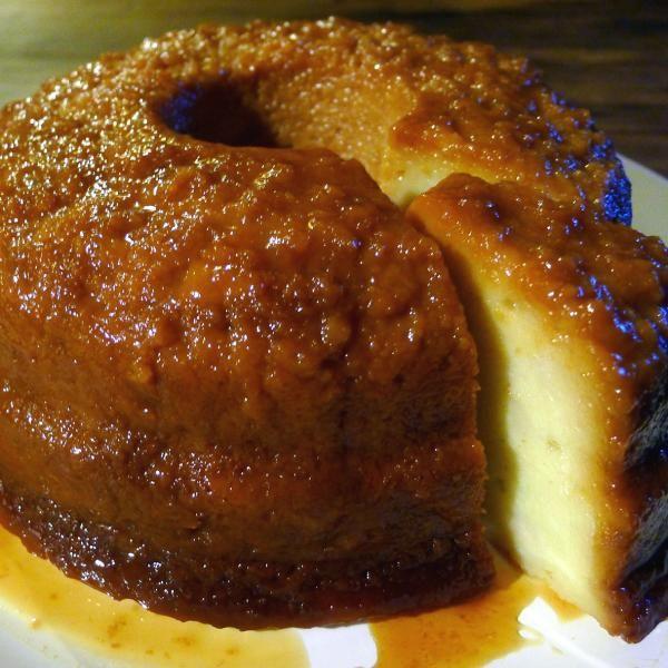 Aprende a preparar budín de pan casero con esta rica y fácil receta.  El budín de pan también se conoce como torta de pan en algunos países de Centro y Sur América....