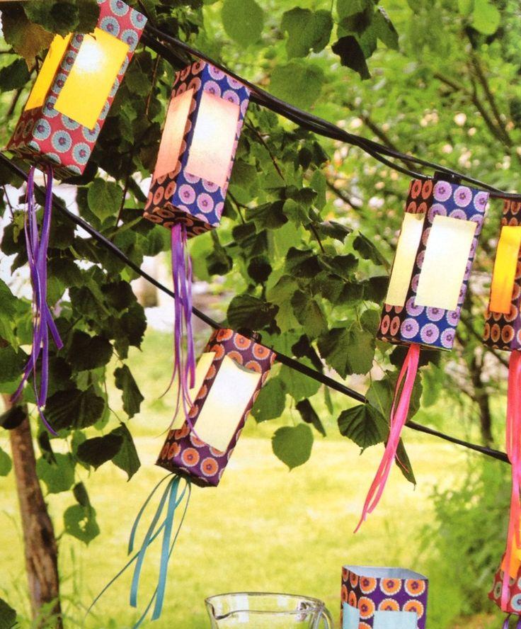 Lampions faits d'une brique de jus évidée puis recouverte de papier et décorée