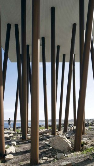 Construction sur pilotis en bois brut - Diamant brut sur île désertée - CôtéMaison.fr