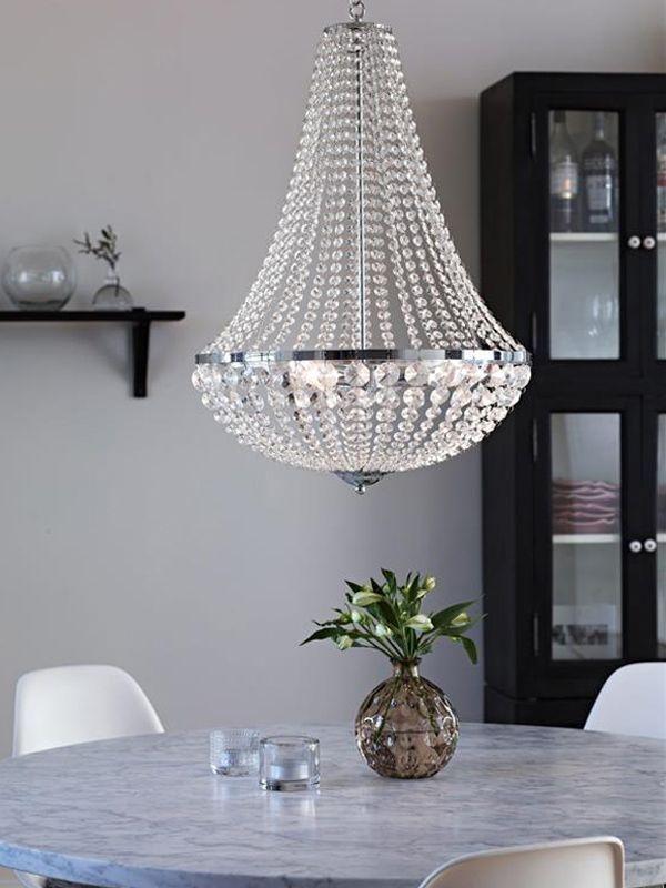 En vacker kristallkrona måste man ju bara ha. Gränsö, en vacker och klassisk kristallkrona från Markslöjd.