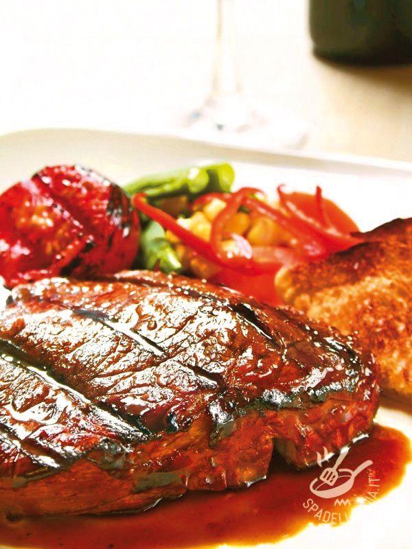 Semplice ma delicato, adatto a tutta la famiglia ma raffinato all'occorrenza, il Filetto di manzo con soia e aceto balsamico vi sorprenderà piacevolmente!