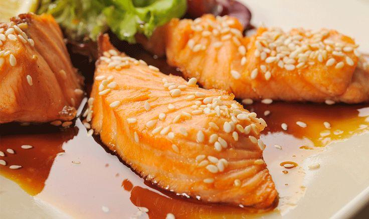 Il salmone in salsa Teriyaki è una ricetta facile e veloce. Ecco la ricetta dettagliata, spiegata in tutti i passaggi, per realizzare un piatto delizioso.