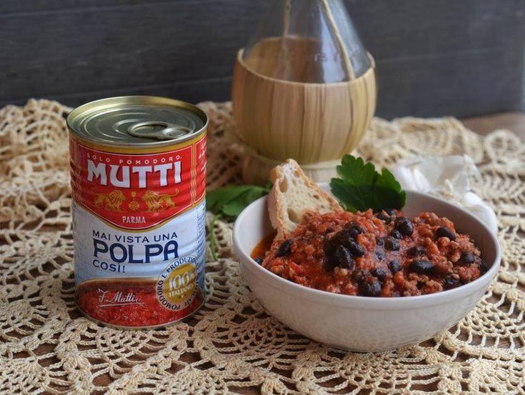 Fagioli saporiti con salsiccia e macinato piccanti