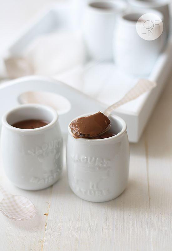 Yogur de chocolate. Chocolate caliente a la taza