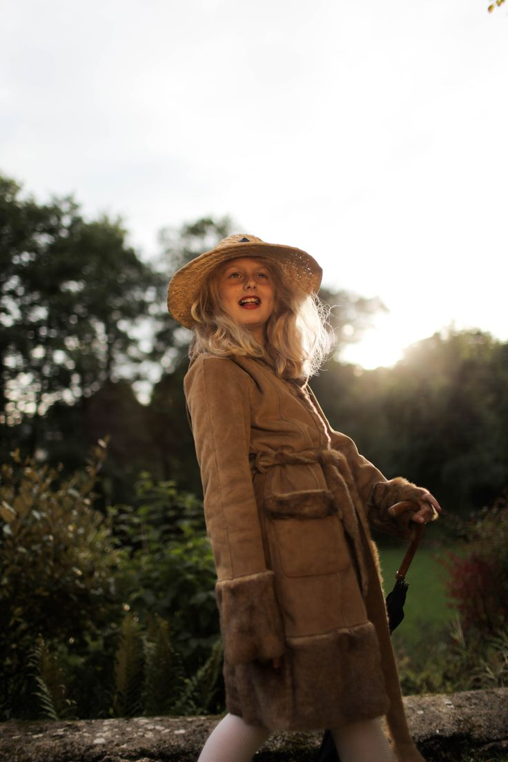#girl #sister #hat #fashion #influence #light #photo #photography #fashion #umbrella #fur #coat