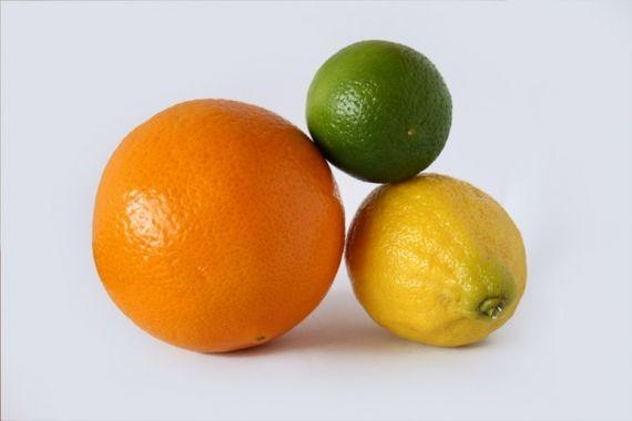 O site Re-nest publicou um artigo com os inúmeros usos das frutas cítricas nas tarefas domésticas. As frutas, incluindo laranjas e limões, podem ser mais do que um alimento saudável.