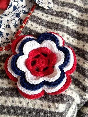 Crochet a 17-mai flower