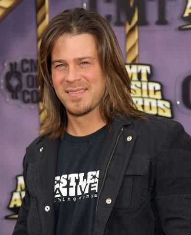 Christian Kane, so, so good looking.