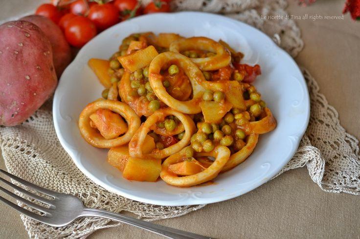 Anelli di calamari piselli e patate,un secondo piatto semplice e sostanzioso!Un secondo con contorno da preparare anche per il cenone di Capodanno!