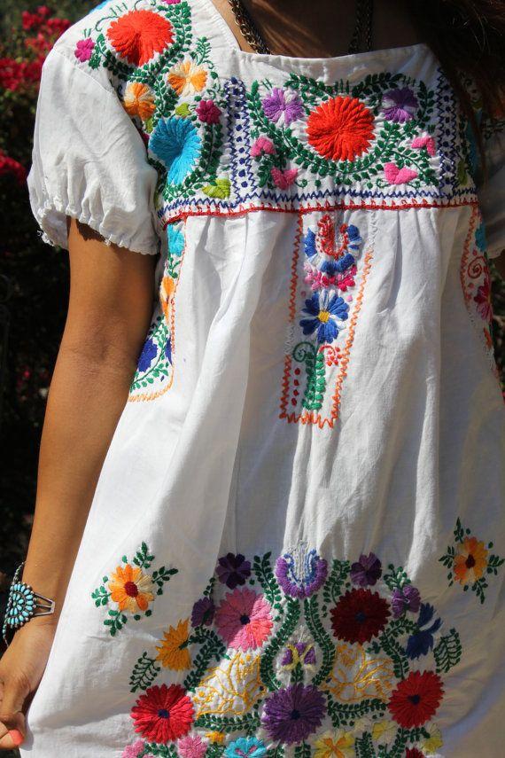 Velké tučné a krásné květiny Ručně vyšívané Vintage mexické Český letní šaty