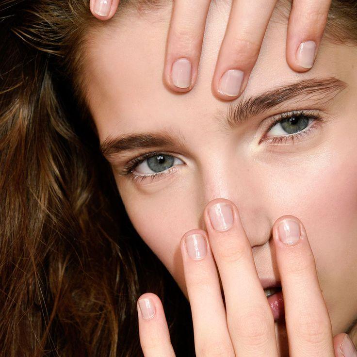 Ongles striés : traitements pour les ongles striés verticalement ou dans la longueur. - Elle