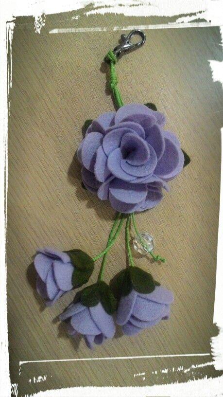 Chaveiro flor de feltro...