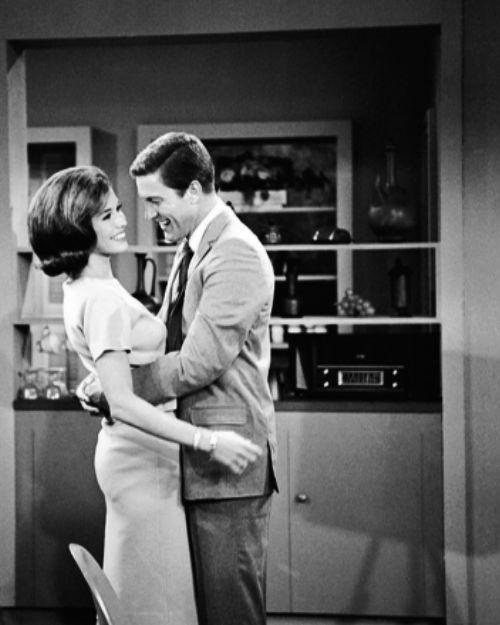 always-fair-weather:    Mary Tyler Moore and Dick Van Dyke behind the scenes of The Dick Van Dyke Show
