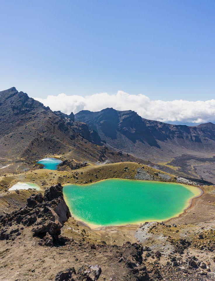 Nach dem schwersten Stück des Tongariroalpinecrossing erwartete mich dieser Ausblick: Smaragdgrüne Schwefelseen 🗻🏞